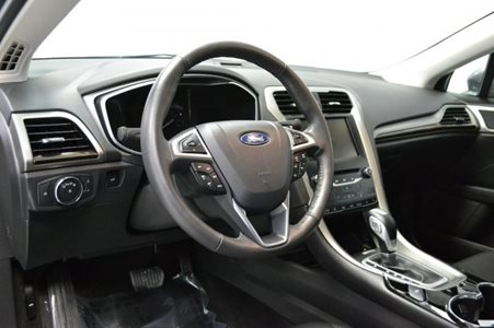 2014_Ford_Fusion_Energi_SE_Luxury_16
