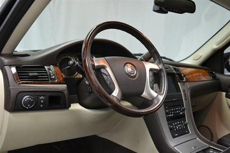 2011_Cadillac_Escalade_Platinum_Edition_17