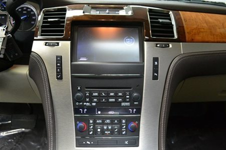 2011_Cadillac_Escalade_Platinum_Edition_18