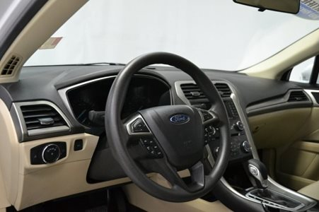 2015_Ford_Fusion_SE_FWD_2.5L_I4_CD_Stereo_Alloy_Wheels_Bluetooth_Connectivity_16