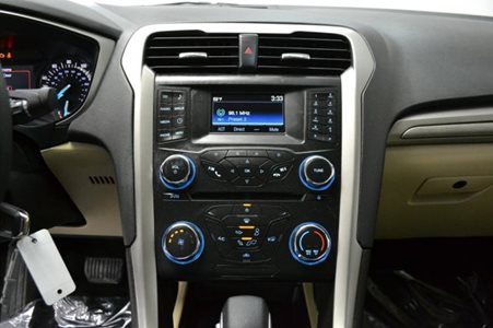 2015_Ford_Fusion_SE_FWD_2.5L_I4_CD_Stereo_Alloy_Wheels_Bluetooth_Connectivity_17