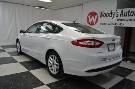 2015_Ford_Fusion_SE_FWD_2.5L_I4_CD_Stereo_Alloy_Wheels_Bluetooth_Connectivity_38