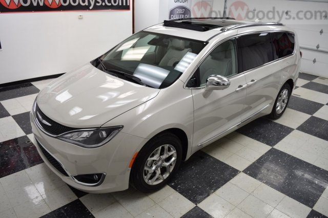 Van Shopping? Used 2017 Chrysler Pacifica for sale Grater Kansas City